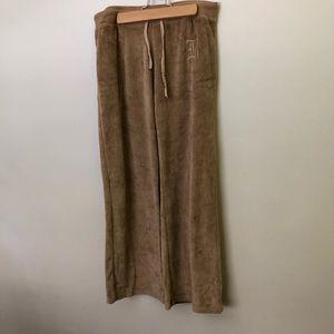 BCBG MAXAZRIA Elegant velour sweat pants.